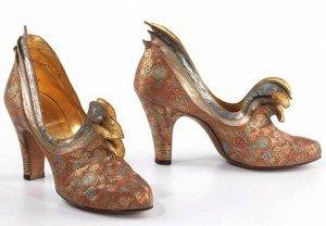 b265555dae9417 В 1974 году испанский дизайнер Маноло Бланик сделал обувь на высоком каблуке  элементом городского стиля, необычайно популярного среди девушек по всему  миру.